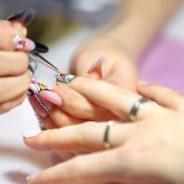 Sublimer les femmes jusqu'au bout des ongles en devenant prothésiste ongulaire.