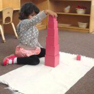 Comment les enfants apprennent-ils avec la Tour rose ?